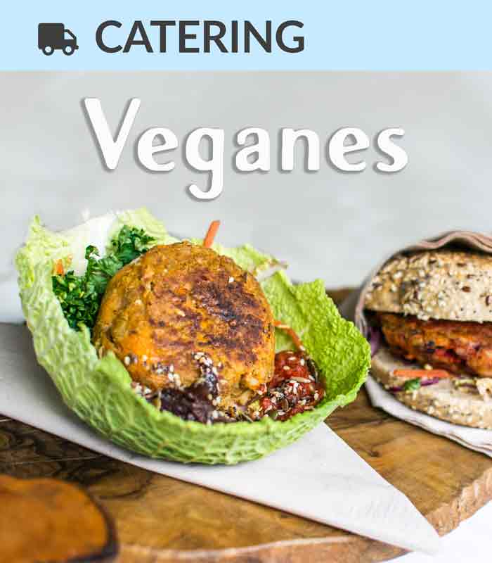 Catering Foodtruck Veganes mit einem Gemüsepatty im Hintergrund