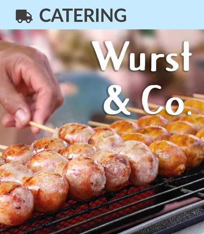 Catering Foodtruck Wurst & Co. mit gegrillten Würstchen im Hintergrund