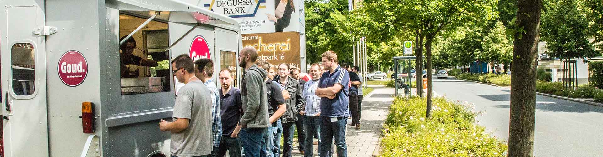 Street Food Kunden Foodtruck Goud